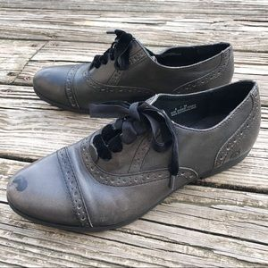 Born Size 8 Velvet Ribbon Laced Oxfords Shoes